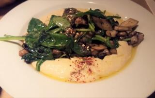 Djimalaya Hummus with spinach and mushrooms
