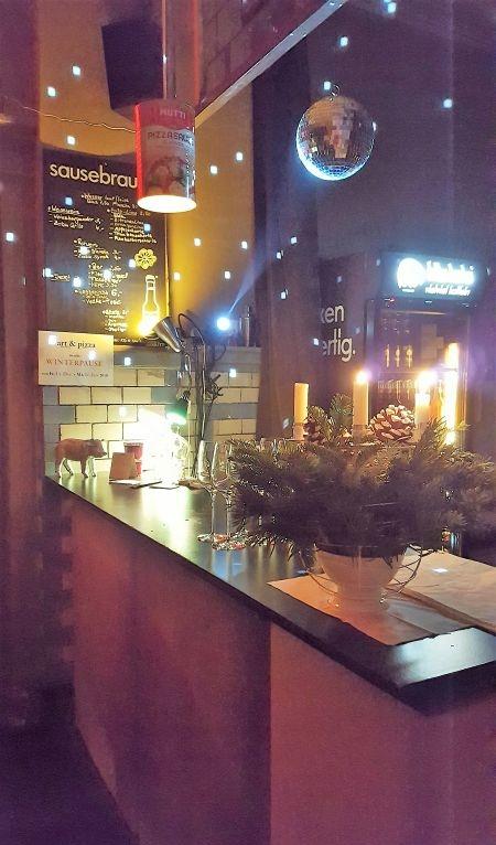 Art & Pizza the bar