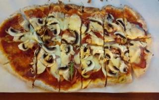 Art & Pizza Mozzarella Champignons Schinken