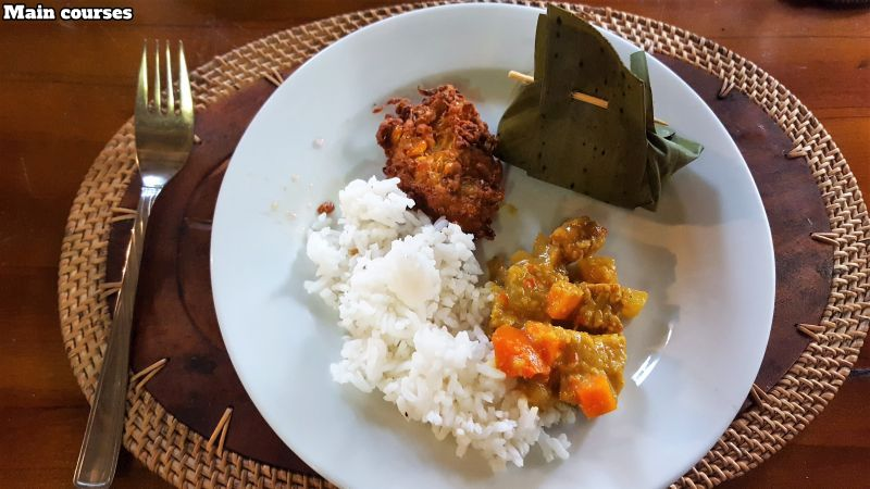 Bali Farm Cooking. Yellow vegetable curry, corn fritters and tum bambu with rice.