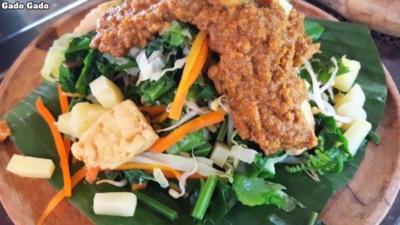 Bali Farm Cooking. Gado Gado. Vegetables, tofu, tempe and peanut sauce.