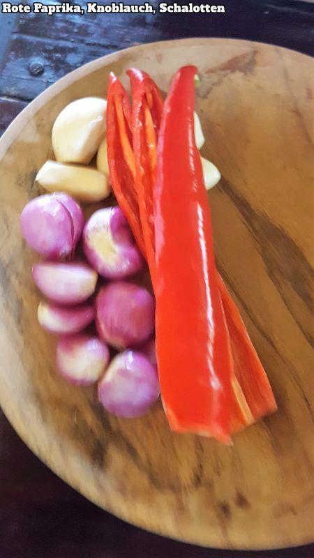 Bali Farm Cooking. Knoblauch, Schalotten und rote Paprika.
