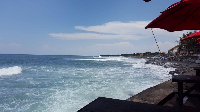 Dian Cafe Canggu. View. Eyes heading westwards. Ocean, waves, surfers, the nearby beach.