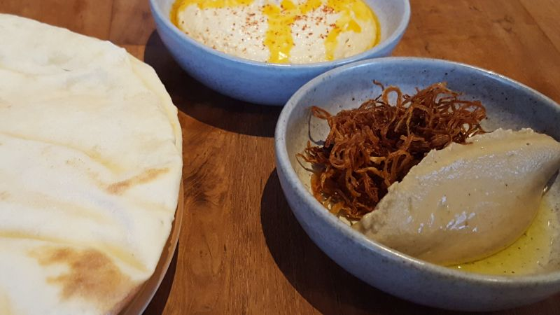 Mason Canggu. Hummus, Babaganoush und Fladenbrot.