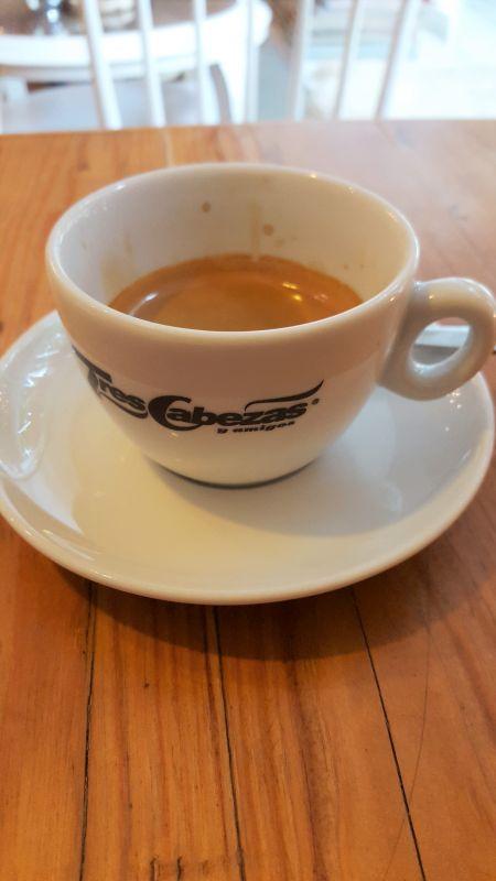 Café con amore. Doppelter Espresso.