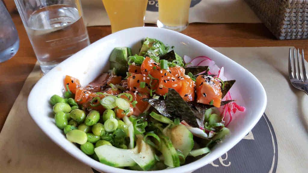 Veganer und Nichtveganer gehen in Genf essen. La muse gueule Buddha Bowl
