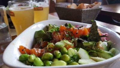 Veganer und Nichtveganer gehen in Genf essen. Restaurant La Muse Gueule.