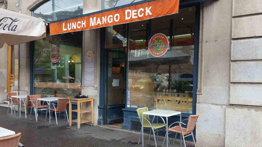 Veganer und Nichtveganer gehen in Genf essen. Mango Deck Restaurant von aussen