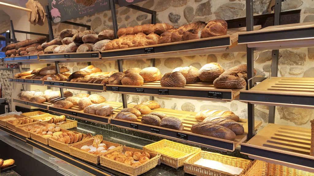 Vegans and non-vegans go out to eat in Geneva. Bakery Wolfisberg Carouge. Bread display.