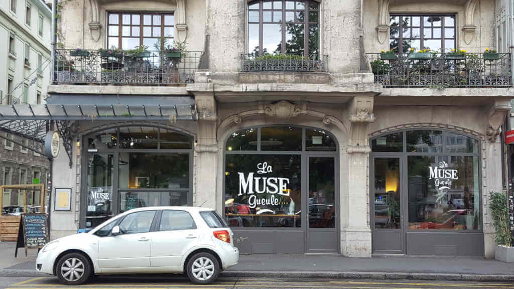 Vegans and non-vegans go out to eat in Geneva. La muse gueule exterior.
