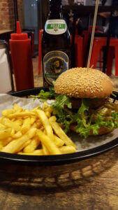 Burger, Pommes und Bier - Burger Special Berlin
