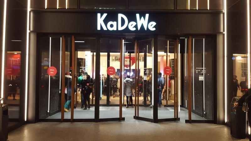 KaDeWe Eingang - Burger Special Berlin