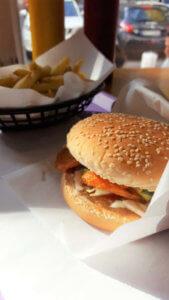 Windburger Gemüse Burger mit Hauspommes
