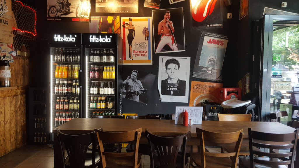 Tommi's Burger Joint interior