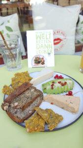 Trivitys veganer Käse, Cracker und glutenfreies Brot