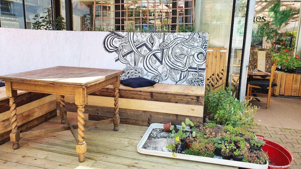 Erweiterung der Terrasse Grünes Café und Hofladen